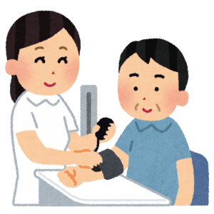 看護師が血圧計を測定する様子