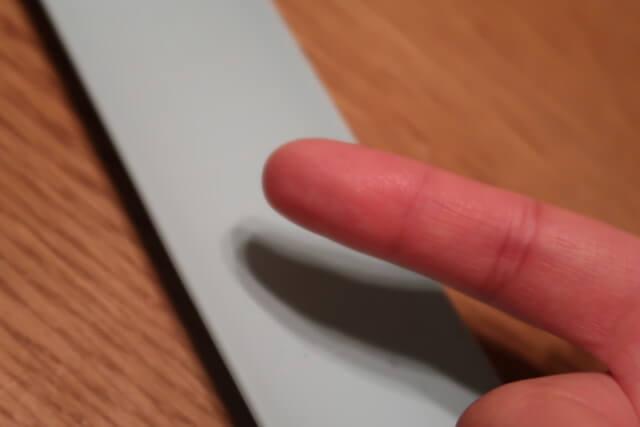 ウェアラブルメモWEMOのメモを消した指