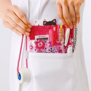 看護師がテープを持ち運びできるペンケース